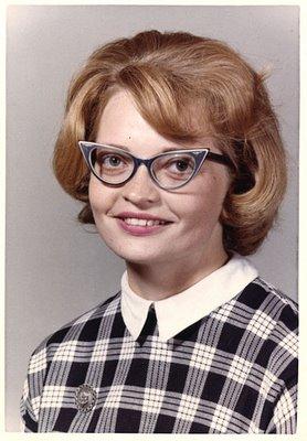 Janis e seus óculos de gatinho, em 1964