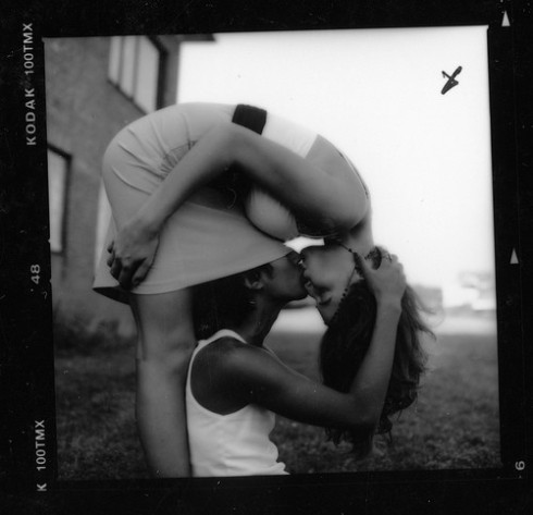 cute,kiss,love,black,and,white,people,photography-7ca104165c5f5b7b92a47c87f6f3c1e6_h