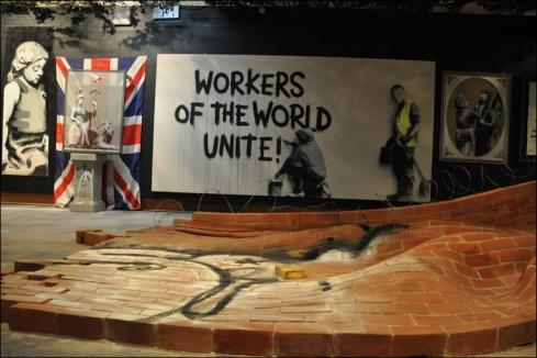 Banksy e suas típicas mensagens políticas