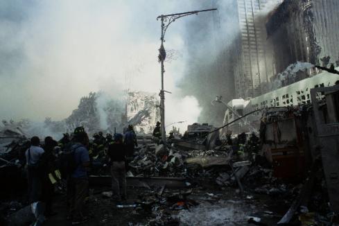 Liberty Street camuflada pelos destroços/imagem: Yasuhide Joju